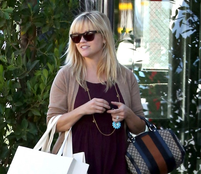 Reese-Witherspoon-Purchased-11.16.121-640x556www.blog.westwardleaning.com