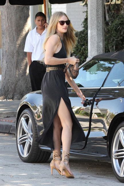 4fff16772f0 rosie-huntington-whiteley-and-westward-leaning-louisiana-purchase-sunglasses -gallery