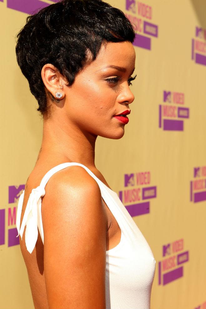 VMAs-Style-ShortHair_Rihannawww.popdust.com