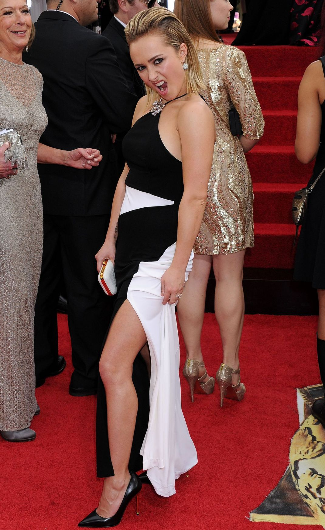 hayden-panettiere-glamcam-360-at-the-golden-globe-awards-january-2014_1