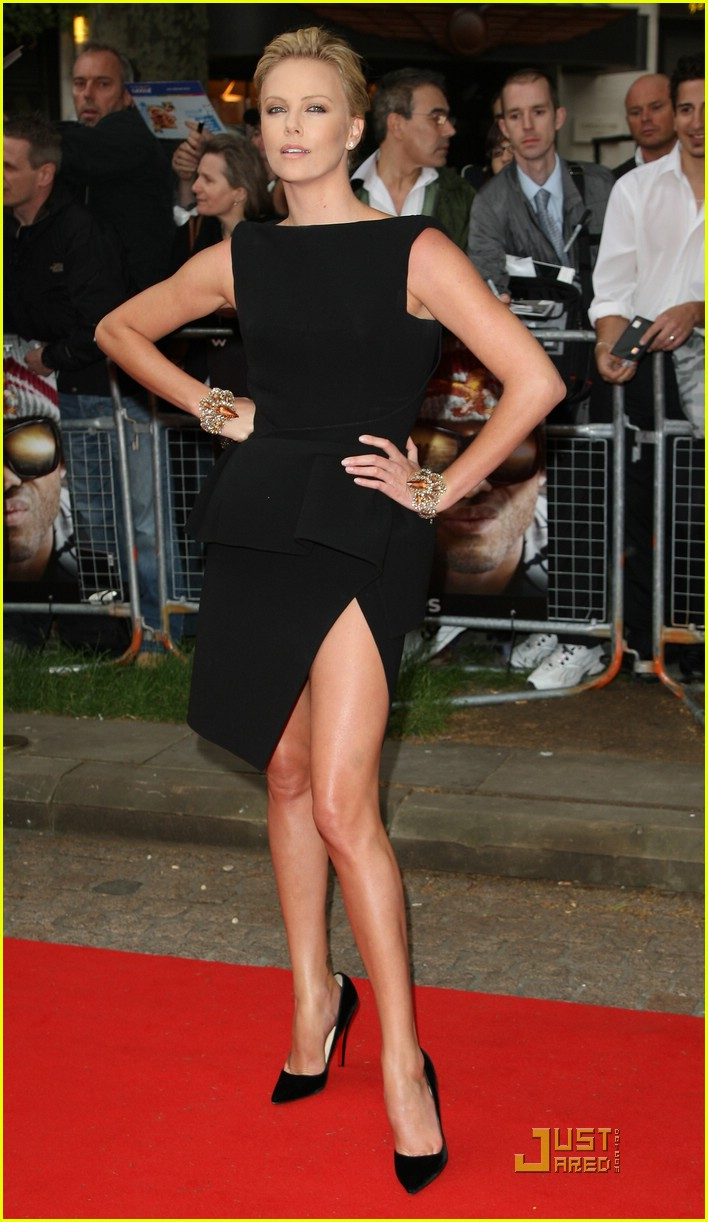 charlize-theron-dress-hip-high-02www.justjared.com