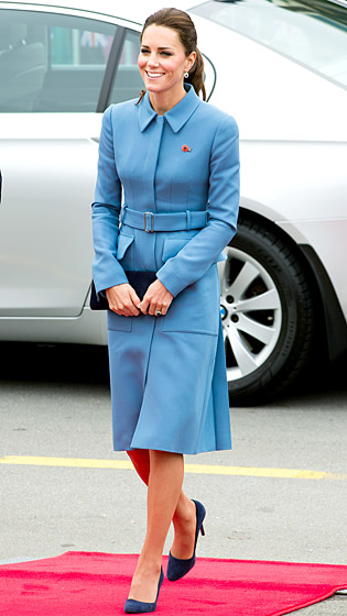 1397143462_kate-middleton-blue-coat-560
