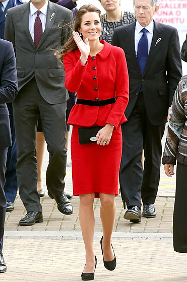 1397493864_kate-middleton-red-suit-560