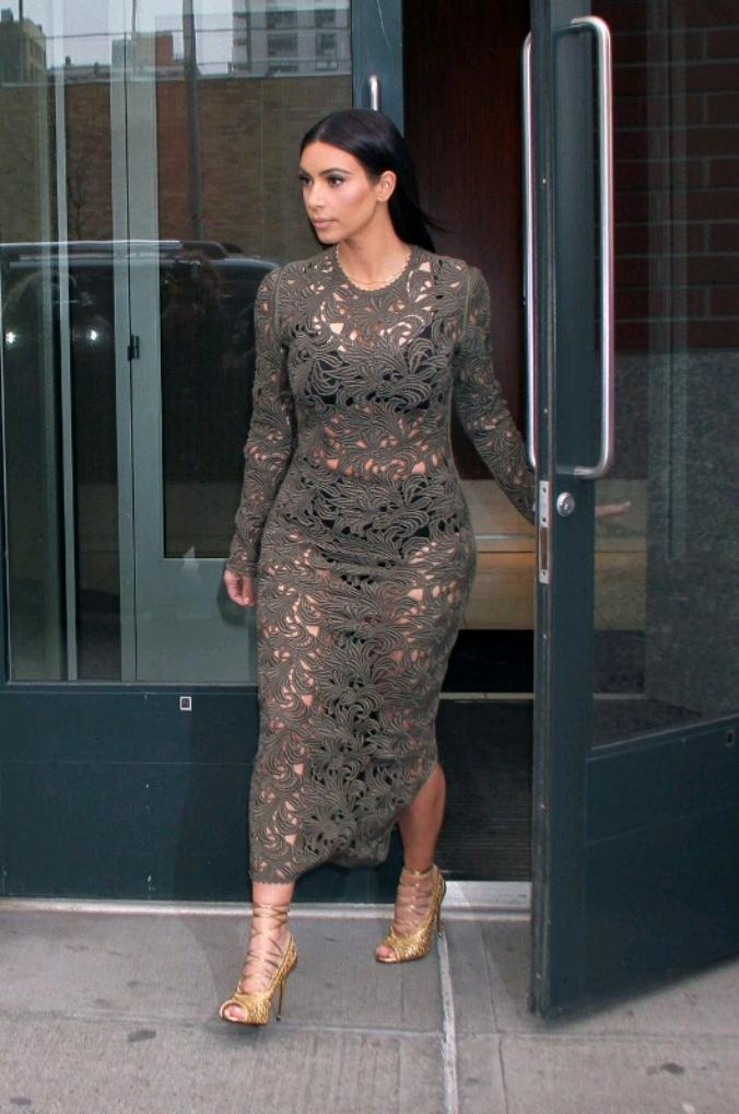 Kim-Kardashian-lace-dess