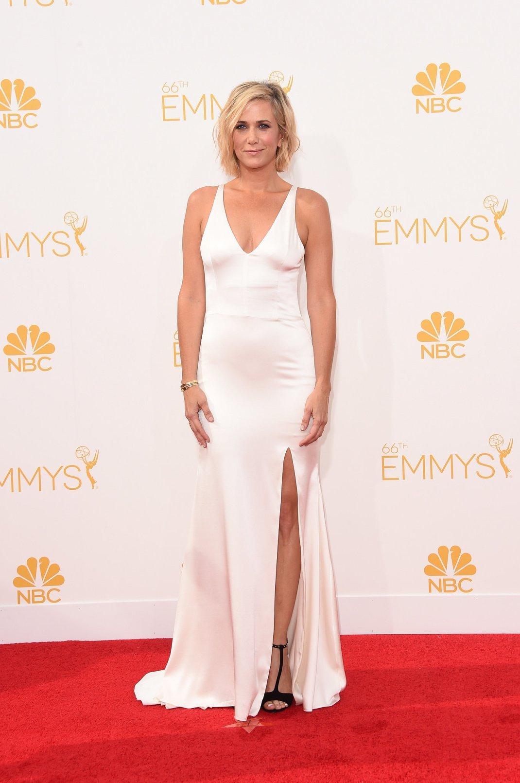 Kristen-Wiig-Vera-Wang-2014-Emmy-Awards