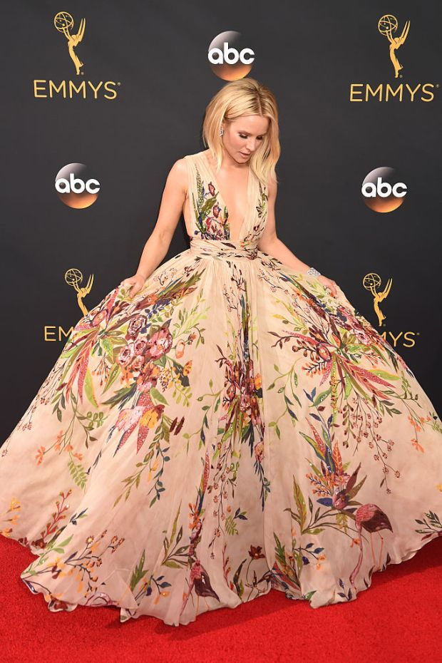 LOS ANGELES, CA - SEPTEMBER 18: Actress Kristen Bell attends the 68th Annual Primetime Emmy Awards at Microsoft Theater on September 18, 2016 in Los Angeles, California. (Photo by Jeff Kravitz/FilmMagic)