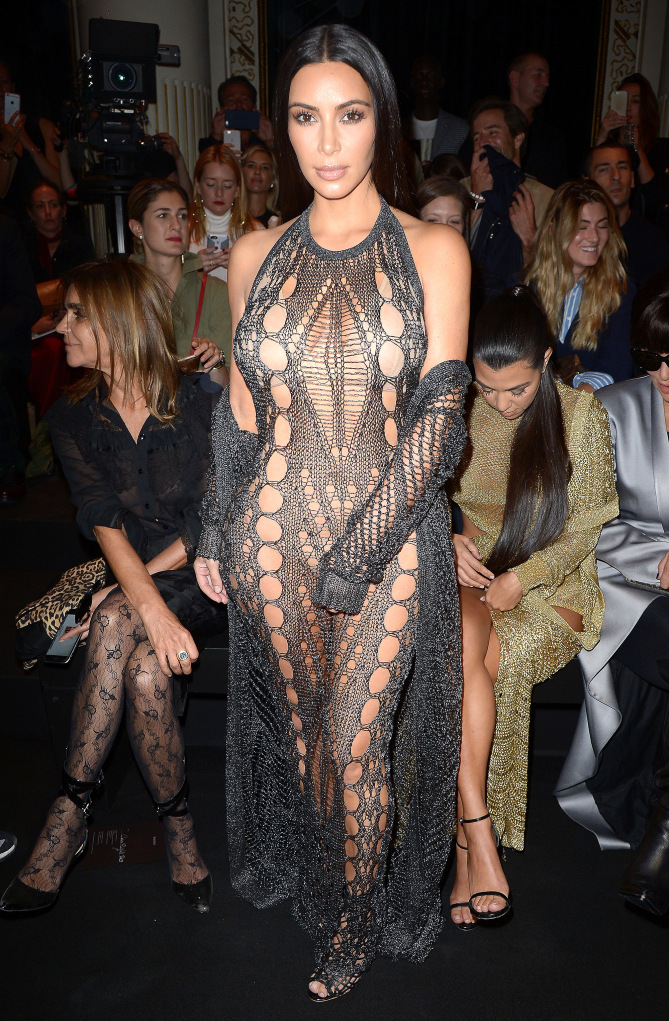 PARIS, FRANCE - SEPTEMBER 29: Kim Kardashian attends the Balmain show as part of the Paris Fashion Week Womenswear Spring/Summer 2017 on September 29, 2016 in Paris, France. (Photo by Dominique Charriau/WireImage)