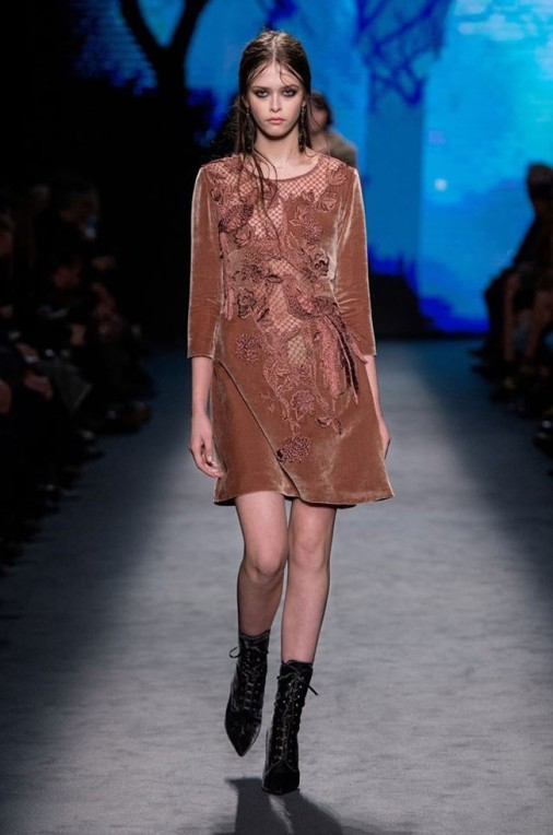 short-dress-velvet-and-lace-with-embroidery-alberta-ferretti-fall-winter